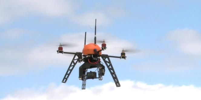 Un drone chargé de surveiller les incendies dans la forêt des Landes.