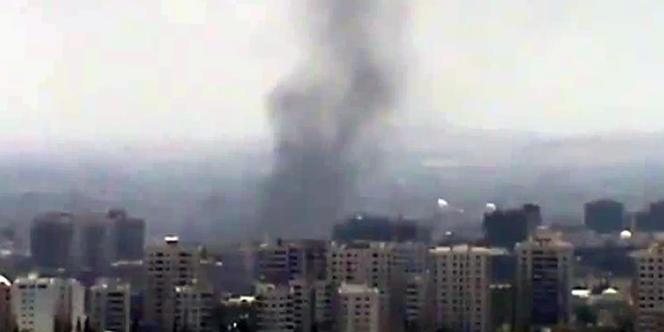 Une capture d'écran d'une vidéo de la banlieue de Damas en feu postée sur YouTube, le 17 juillet.