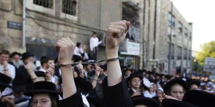 Manifestation d'ultraorthodoxes juifs à Jérusalem, le 16 juillet 2012. Ils s'opposent à une nouvelle loi sur la conscription, voulue par le chef du parti Kadima.