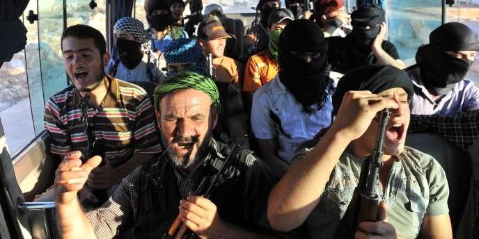 Des rebelles syriens du groupe djihadiste Hamza Abd Al-Muttalib, près d'Alep, le 19 juillet.