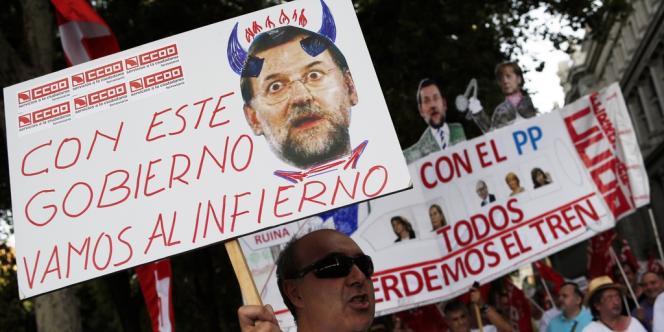 Renonçant à ses promesses, le chef du gouvernement de droite Mariano Rajoy a décidé une hausse de la TVA, qui devrait rapporter 22 milliards d'euros d'ici à 2014.