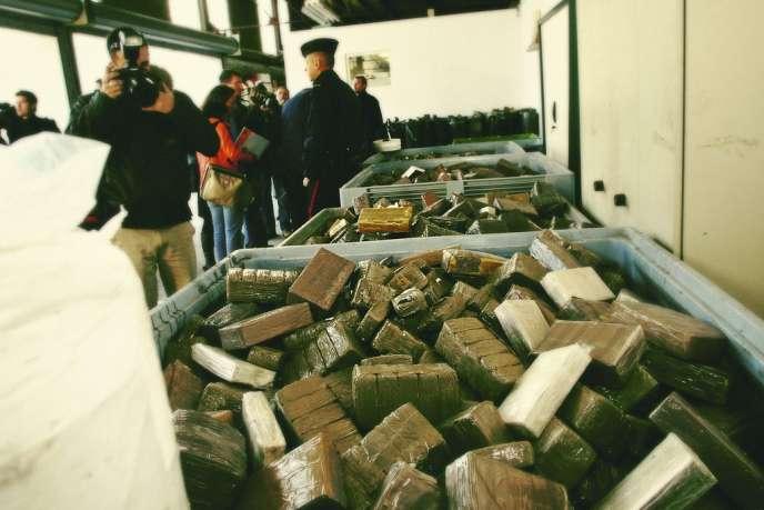 Le trafic de cannabis est le fonds de commerce du banditisme issu des cités. Une saisie à Montpellier en 2009.