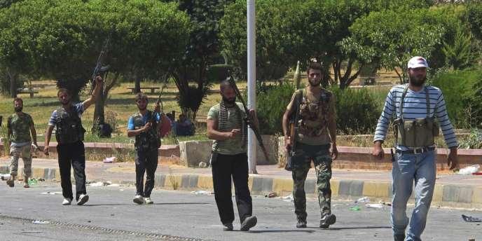 Des soldats de l'Armée syrienne libre (ASL), à la frontière Turque, le 20 juillet.