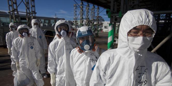 Plusieurs ouvriers de Build-Up ont confié à l'Asahi Shimbun qu'en décembre, un haut responsable de la société, leur superviseur sur place, leur avait expliqué qu'il portait un boîtier en plomb et leur avait demandé d'en faire de même.