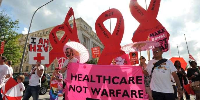 Lors d'une marche, le 22 juillet, à Washington, appelant les Etats à maintenir leurs promesses de financements dans la lutte contre le sida.