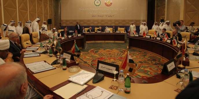 Les pays de la Ligue arabe se sont réunis dimanche soir à Doha pour trouver une sortie de crise en Syrie.