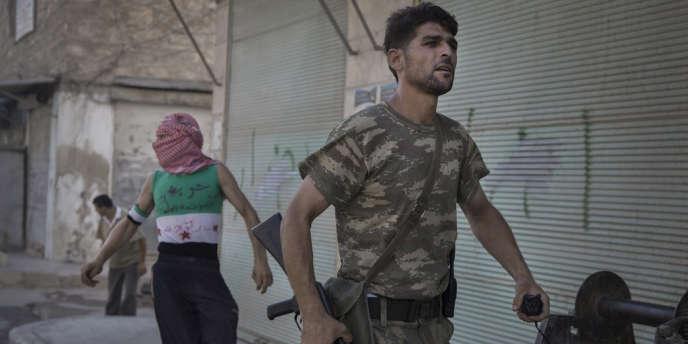 Selon des informations recueillies par Reuters, la Maison Blanche envisagerait de renforcer son aide aux insurgés, sans aller toutefois jusqu'à les armer (ici à Alep, le 22 juillet).