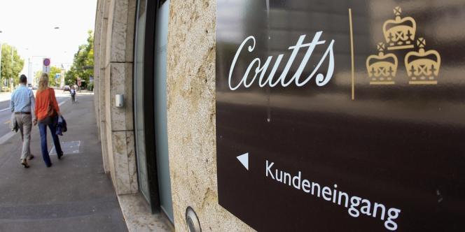 Le Länder de Rhénanie-du-Nord-Westphalie aurait acheté pour 3,5 millions d'euros un CD contenant les noms de 1000 fraudeurs allemands, clients d'une filiale suisse de la banque britannique Coutts. Ici, à Zürich, un panneau indique l'entrée à la clientèle.
