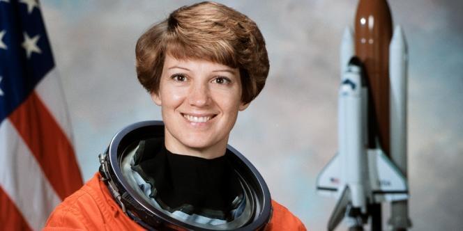 Eileen Collins, première femme à prendre le commandement d'une mission de navette.