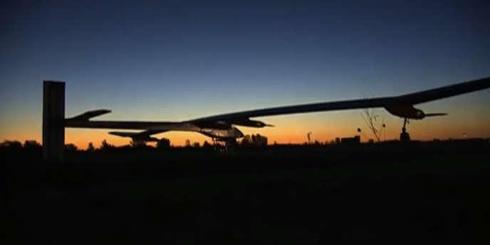 Le Solar Impulse est le premier avion propulsé par l'énergie solaire à réaliser un vol intercontinental.