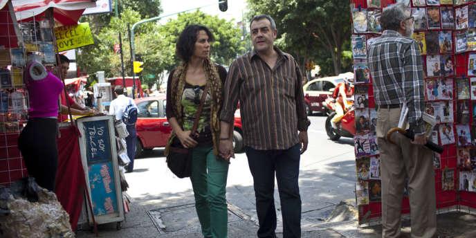 Clemente Gutierrez Sanguino et Maria Verza Perez, sa femme, dans un marché de rue de la ville de Mexico, le 28 juin 2012