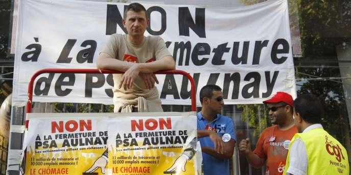 Des employés de l'usine PSA d'Aulnay lors d'une manifestation à Paris en juillet.