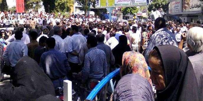 Plusieurs milliers de personnes ont manifesté, lundi 23 juillet, dans la ville de Neyshabour, dans le nord-est, contre la flambée des prix et la pénurie de poulets qui frappe l'Iran.