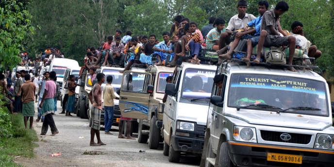 Face aux violences, plus de 170 000 habitants ont fui en juillet leurs villages dans l'Etat d'Assam et se sont réfugiés dans des campements, des bâtiments gouvernementaux et des écoles.