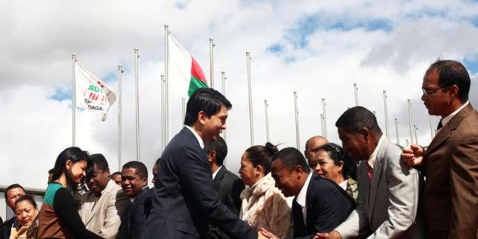 Le président malgache lors de son départ pour les Seychelles où il a rencontré son rival, Marc Ravalomanana.