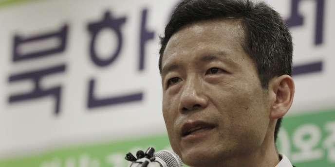 Kim Young-hwan, militant sud-coréen des droits de l'homme, témoigne en conférence de presse le 25 juillet, à Séoul.
