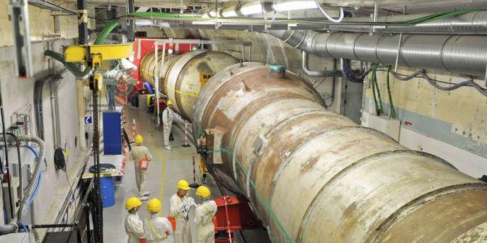 Intervention sur un générateur de vapeur de la centrale nucléaire en cours de démantèlement  de Chooz A, dans les Ardennes, en mai.