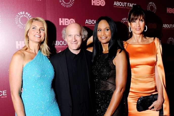 De gauche à droite : le mannequin Kim Alexis, le réalisateur Timothy Greenfield-Sanders et les top models Beverly Johnson et Carol Alt.