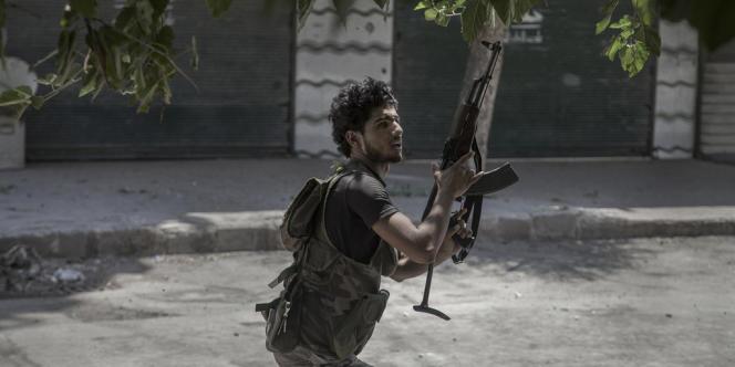 Un combattant de l'Armée syrienne libre, à Alep le 25 juillet.