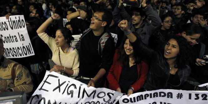 La gauche accuse Enrique Peña Nieto d'avoir gagné avec l'appui des télévisions et l'achat de