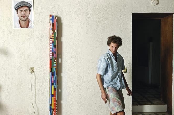 Sam Schonzeit dans son atelier. Il s'est installé à Marfa en 2009. Il est l'un des artistes les plus renommés de la ville.