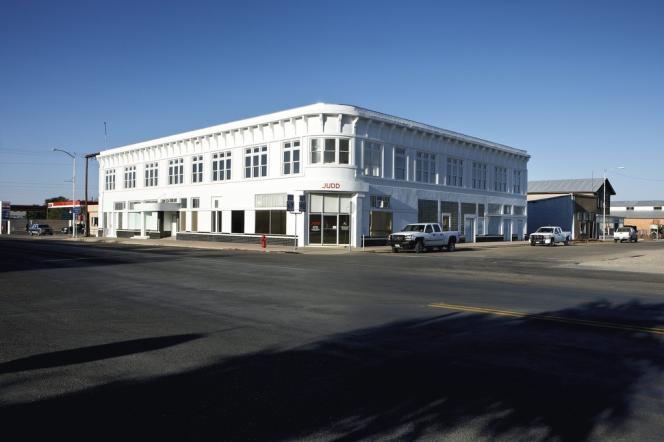 Donald Judd souhaitait installer ses estampes et lithographies dans les trente pièces du premier étage de ce bâtiment, mais il n'a pas eu le temps de réaliser le projet. Cet ancien hôtel des années 1930 abrite désormais les bureaux de la Fondation Judd.