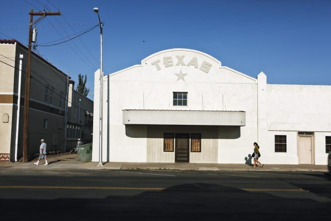 Ambiance de Far West sur Highland Street, la rue principale de Marfa, bourgade de 2 000 habitants au coeur du Texas.