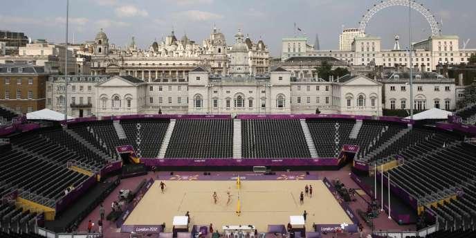 Le beach volley se déroule sur le site de Horse Guards Parade, une place située au coeur de Londres.