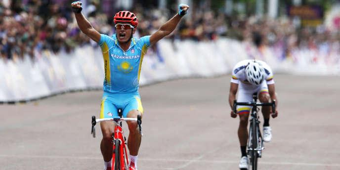 Alexandr Vinokourov remporte la médaille d'or en cyclisme sur route.