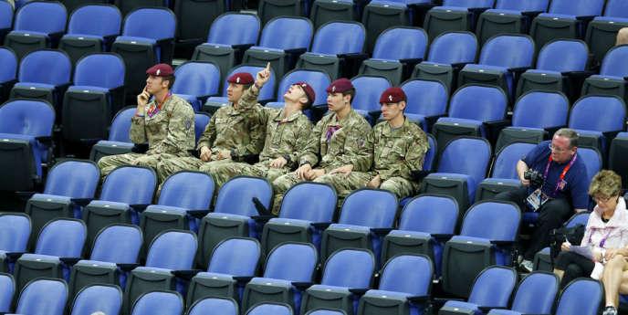 Des soldats pour remplir les tribunes. Londres, le 29 juillet.