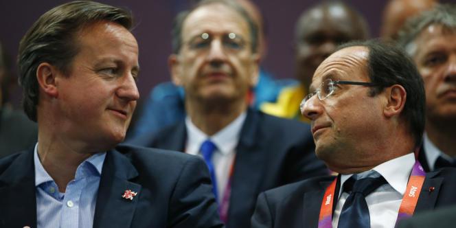 François Hollande, ici avec le premier ministre David Cameron, a confirmé la coopération franco-britannique, lancée par son prédécesseur, Nicolas Sarkozy.