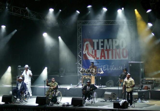 Staff Benda Bilili au festival Tempo Latino (2012).