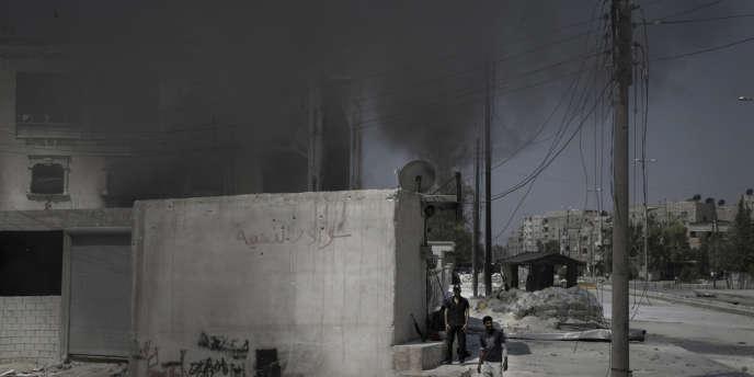 La station de police de Salheen, dans le sud d'Alep, après une attaque de l'ASL, le 31 juillet.