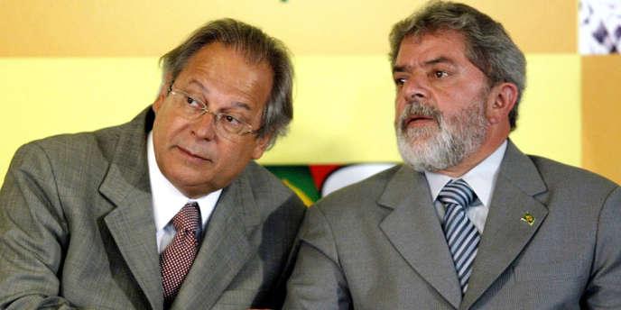 L'ancien président Luiz Inacio Lula da Silva (à droite) et son ministre José Dirceu, en 2004.