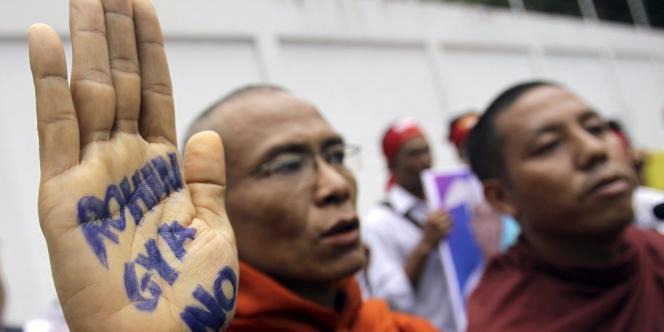 Manifestation hostile aux Rohingya à , le 24 juillet.