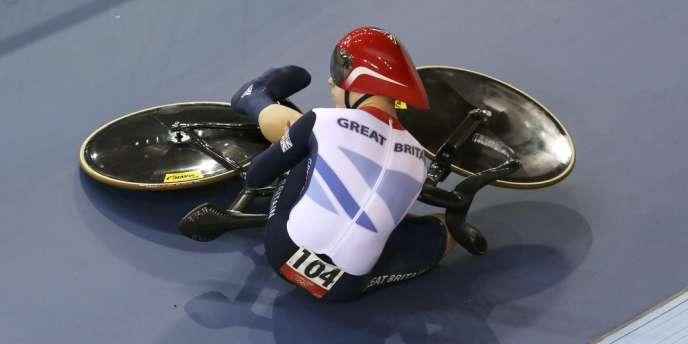 Philip Hindes, le démarreur britannique de la vitesse par équipes en cyclisme, a déclaré être tombé volontairement pendant les qualifications, après avoir pris un mauvais départ.