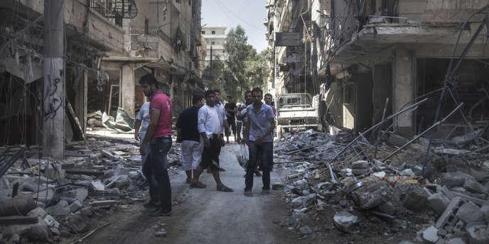 Dans le quartier Salaheddine à Alep, le 1er août. La plupart des tanks de l'armée sont massés autour de cette zone. Le premier quartier libéré de la ville est aussi le plus bombardé.