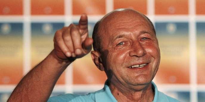 La Cour constitutionnelle de Roumanie a invalidé le référendum sur la destitution du président de centre droit, Traian Basescu.