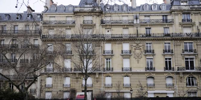 L'hôtel particulier de six étages et plusieurs milliers de mètres carrés situé avenue Foch (Paris 16e), a une valeur de 100 à 150 millions d'euros.