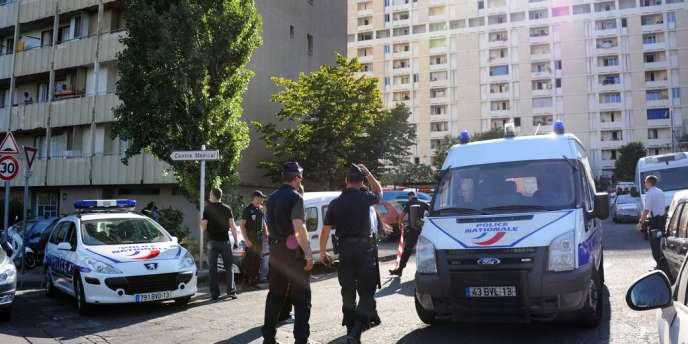 La résidence des Lauriers, dans le 13e arrondissement de Marseille, où un homme de 25 ans a été tué, fin juillet, par un tir de kalachnikov.