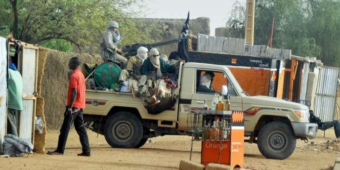 Escorte d'un chef du groupe islamiste Mujao, le 16 juillet à Gao.