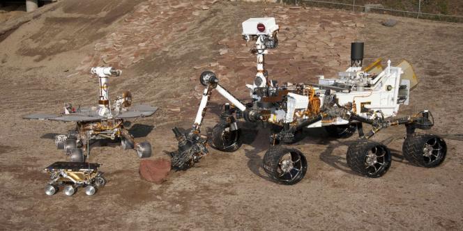 Sur cette photo figurent trois générations d'astromobiles conçus par la NASA. Devant à gauche, Sojourner s'est posé sur Mars en 1997. A gauche, un rover MER de la mission de 2004, et à droite le robot Curiosity.