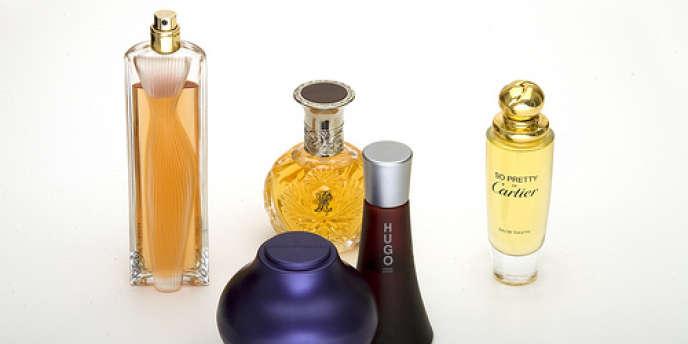 La Commission européenne envisagerait de restreindre encore le recours à des ingrédients naturels potentiellement allergènes, utilisés par les parfumeurs.