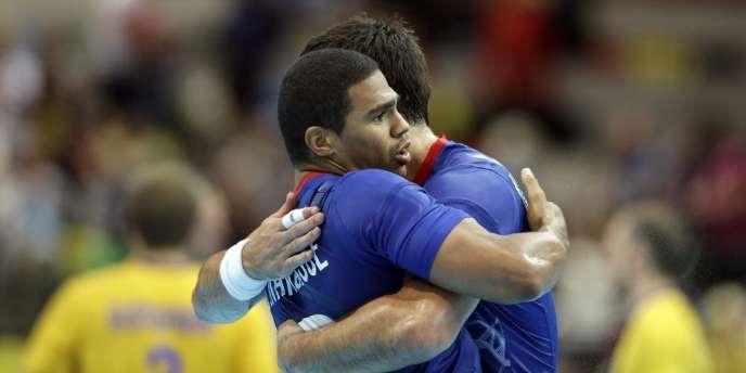 Daniel Narcisse et Nikola Karabatic, les deux meilleurs hommes du match face à la Suède. Londres, le 6 août.