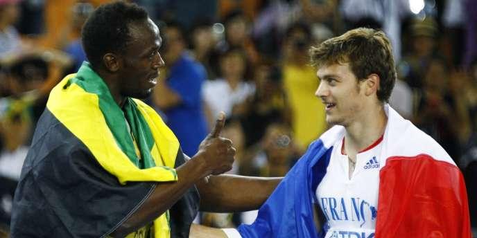 Christophe Lemaitre court mardi dans les séries du 200 m. Ici, félicité par Usain Bolt en finale du 200 m à Daegu, le 3 septembre 2011.