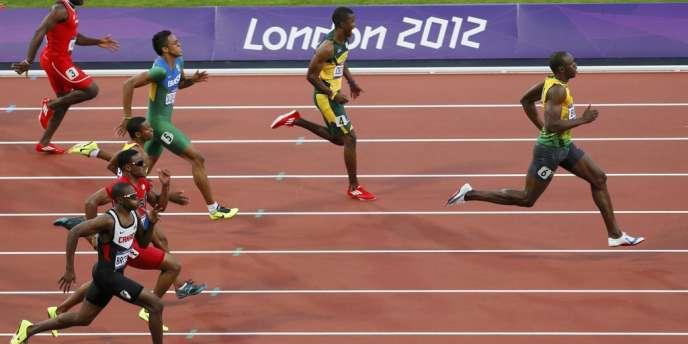Usain Bolt se qualifie pour la finale du 200 m. Londres, le 8 août.