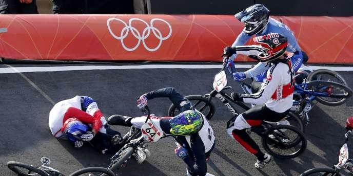 La chute de Joris Daudet lors de la première des trois manches de son quart de finale, jeudi à Londres.