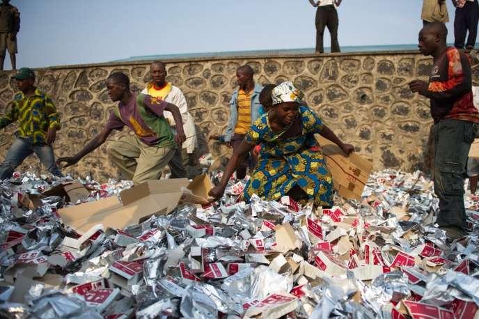 Distribution de rations alimentaires de l'ONU à Kanyarucinya, près de Goma, la capitale du Nord-Kivu, le 31 juillet.