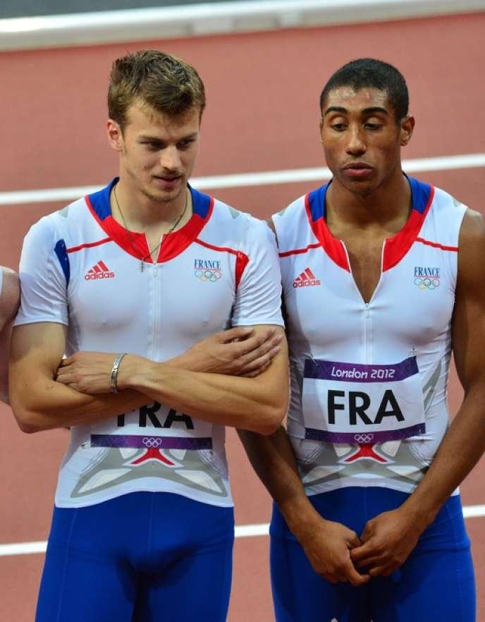 Christophe Lemaître (à gauche), et Jimmy Vicaut (à droite) lors du relais 4 X 100 m aux Jeux olympiques de Londres, le 10 août 2012.