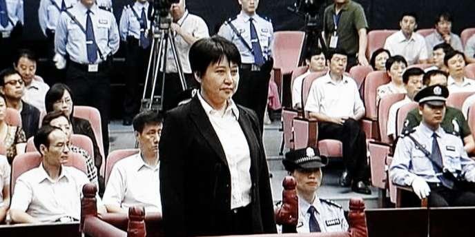 Capture d'image d'une vidéo fournie par la télévision CCTV, montrant Gu Kailai, lors de son procès, jeudi 9 août.